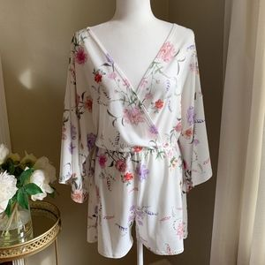 Lasula Floral Batwing Romper Size 8
